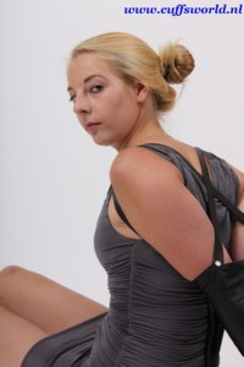 Product picture Missie in an armbinder